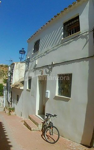 A two Storey house for sale in the pretty village of Albanchez. Situated in a quiet street the house has upon entry the main lounge with a log burner in situ.The lounge leads through to a hallway with stairs on the right leading to the upstairs bedro...