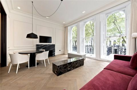Light and well-proportioned apartment on the first floor of a period building in Knightsbridge. The property consists of a large living room with parquet flooring and a spacious dining area, South-West facing balcony, kitchen with integrated Gaggenau...