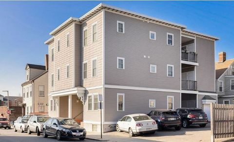 Situated just off Broadway and minutes from the Red Line T stop, this spacious two bed/ two bath condo has everything you are looking for. With hardwood floors throughout and high ceilings, the open concept floor plan makes it feel even bigger than i...