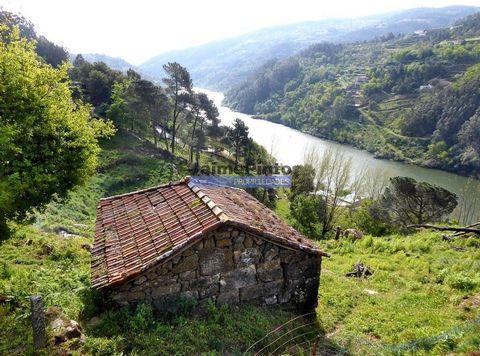 Casa rústica, ruína, VISTA rio DOURO. Portugal, Porto, Marco Canaveses. A 57 km do Porto, vende-se ruína para restauro, com vista para o rio Douro, implantada em terreno, de encosta de 6.000 m2. Lugar campesino, mescla de verde, azul e sol. Possível ...