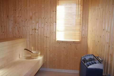Set directly on the fairy tale river Övre Brocken, this picturesque chalet in Torsby is perfect for leisure as well as adventure travellers owing to its location. The 3 bedrooms can house a family of 6. You can relax in the warmth of a sauna or spend...