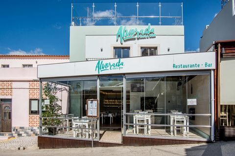 Restaurant in excellent condition, fully equipped and ready to operate. A space of excellence with an incredible view of the Ria de Alvor.Consisting of basement, r / ch, 1st floor and terrace with 141m2 of gross private area, 87m2 of gross dependent ...