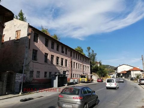 TEL.: ... , the 0301 69999/OFFER FOR SALE INDUSTRIAL BUILDING ON THREE FLOORS WITH ZP-400 sq. m EACH and FLOORAGE-1200 sq. m SITUATED in OWN PLOT OF 840 sq. m. MIXED CONSTRUCTION-IRON CONCRETE and BEAMS in RATIO 1/3. CONSTRUCTIVE ROBUST, with HIGH HE...
