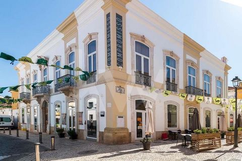 Emblematic building with commerce and housing floor located in the Historic Center of Silves This property belonged to the viscount of Silves as it is a 19th-century building in classical arquitecture. The building consists of two floors and the enti...