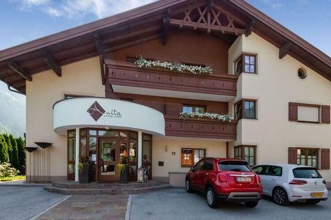Zatrzymaj się w tym nowoczesnym apartamencie w austriackim Oetz na relaks lub zimowe wakacje. Wyposażony jest w 1 sypialnię, a dzięki rozkładanej sofie w salonie jest miejsce dla 4 osób. Jest bardzo odpowiedni dla pary lub rodziny. Nieruchomość znajd...