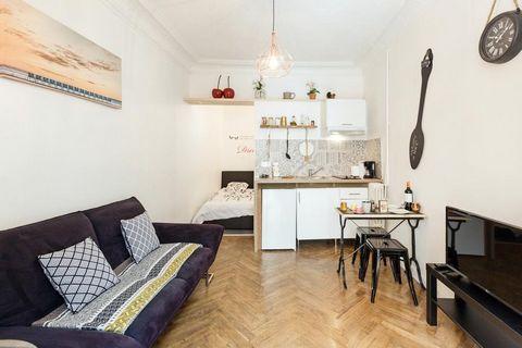 Bel appartement 1 pièce entièrement meublé et équipé dans un immeuble sécurisé, situé en plein cœur de Nice, à proximité de la plage Ponchettes et de l'avenue Jean Médecin. Cet appartement comprend une chambre, une salle de bains, une télévision par ...