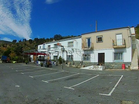 A popular, well established bar and restaurant for sale on the outskirts of the village of Tahal here in Almeria Province. Located on the main road from Macael to Tabernas the bar is a nice stop off point for day trippers to the theme park of Mini Ho...