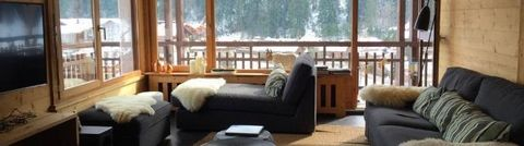 Residence Le Danay, with a lift, is located in the very heart of Le Grand-Bornand Village, 50 meters from the Tourist Information center and the skibus stop. Skislopes are 650 meters from the residence. Surface area : about 25 m². 3rd floor. Orientat...