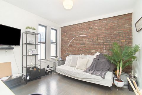 Welcome to Saint Ann's Court located in Central Harlem! A charming pre-war building with modern finishes and amenities. This unit also includes an additional storage space in the building. 5K is a 455 sqft 1 bedroom filled with tons of natural sunlig...