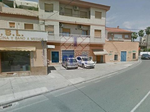 EXCLUSIVE - Commercial property in front of road with great influx of traffic, ideal for business and exhibition, with facade on main street of 30 meters, rear façade with cargo doors. Interesting. #ref:0241