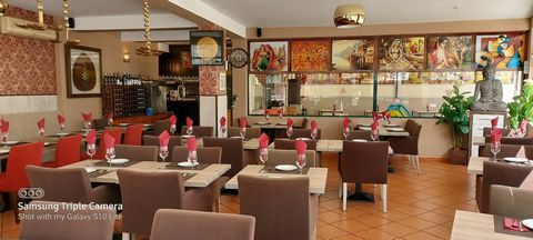 Recently renovated restaurant, fully equipped located in Alvor, with garage box. Composed of: Large living room, kitchen, storage room, three bathroomsTotal area of 189m2, capacity for 86 seats indoors with leisure area for children and 30 seats on t...