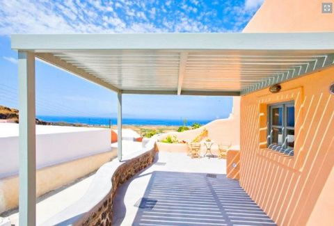 Very close to the center of Oia. Excellent investment Villas with Balconies and sea views renovated. 2 minutes walk from the local shops, mini markets and tavernas Picturesque Oia is at 800 m. Breakfast is served and enjoyed at the common sun terrace...