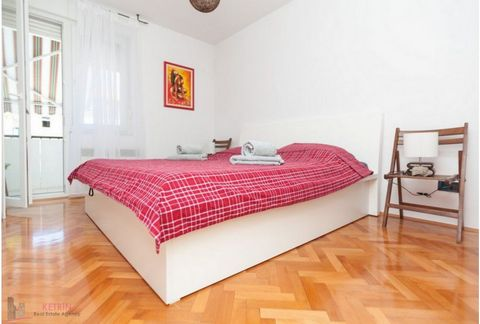 Split/Bol Apartment is located at Bol and situated on the first floor of a residential building. It consists of two bedrooms, spacious living room, kitchen with a dining room, bathroom and balcony. It is fully furnished and equipped with all necessar...