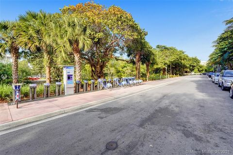 Perfectly located Studio for sale in the heart of Miami Beach, right across the BRAND NEW Miami Beach Convention Center. Corner renovated Art deco building, has now been transformed into a SHORT TERM RENTAL FRIENDLY property (NO RENTAL RESTRICTIONS),...