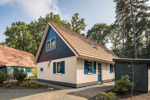 De vrijstaande 6-pers. landhuizen zijn opgedeeld in twee categorieën; De NL-9414-01 zijn de landhuizen met drie slaapkamers en twee badkamers en de NL-9414-02 zijn de huizen met drie slaapkamers of twee slaapkamers en een bedstee en één badkamer. De ...