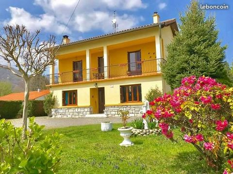 Villa un étage dans la jolie vallée des haute Pyrénée avec vue panoramique sur la Pyrénéens