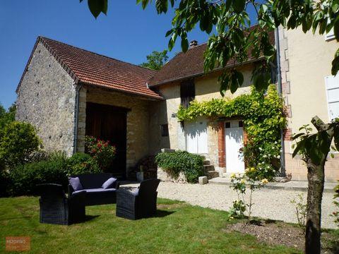 Aux portes de Provins et à 90km de Paris ,Maison Bourgeoise avec décoration soignée et actuelle se compose : d'une entrée ,d'une cuisine aménagée, sal