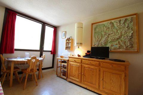La résidence Choucas est située dans la station de Val Cenis, dans le village de Lanslevillard, au pied des pistes de ski alpin, de l'école de ski et du jardin d'enfants. Cette résidence bénéficie d'un emplacement idéal (à coté du télécabine du Vieux...