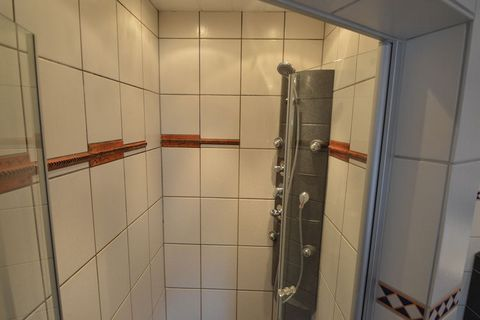 Moderne Ferienwohnung im Ort Mörz Das Haus ist modern und komfortabel eingerichtet. Die Ferienwohnung hat viel Lichteinfall, was für einen hellen und räumlichen Effekt sorgt. Das Badezimmer hat eine luxuriöse Ausstrahlung und ist mit allen Annehmlich...