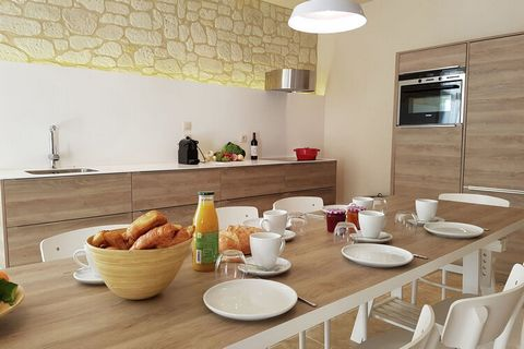 This apartment in Villesèque-des-Corbières with 2 en-suites can host a family or a group of 6 and comes with a heated, fenced and shared swimming pool for enjoying a refreshing dive with your troupe. The furnished garden ensures you can relax and enj...