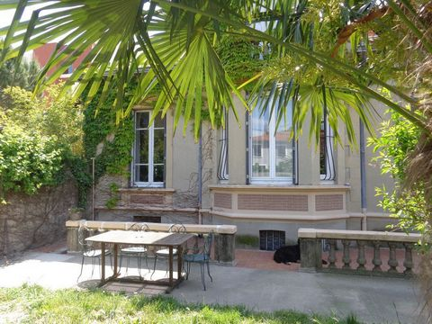 VALENCE Quartier Montplaisir, au calme dans une impasse, maison de caractère et de charme de 1890 composée en rez de chaussée une cuisine ouverte sur