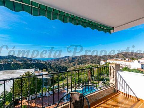 Maravilloso apartamento para alquiler a largo plazo en Cómpeta. 4 dormitorios, 1 baño, terraza, vista al mar.