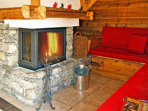 Chalet de grand confort disposant d'une cheminée, d'un sauna et de l'accès internet. L'harmonie entre un vieux chalet de tradition et le confort d'une nouvelle maison de qualité supérieur donne au chalet Honoré son charme authentique. Au niveau 1 se ...