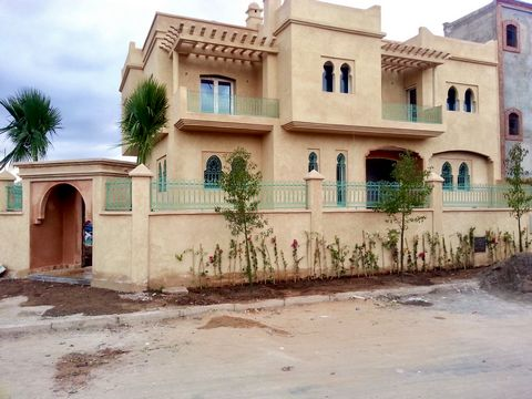 Hello, we are listing our villa for sale directly (no intermediary). The villa is located in Targa. The villa has been designed by an architect to have a traditional and luxurious design. It is built on a plot of 399 m2 with a total living area of ab...