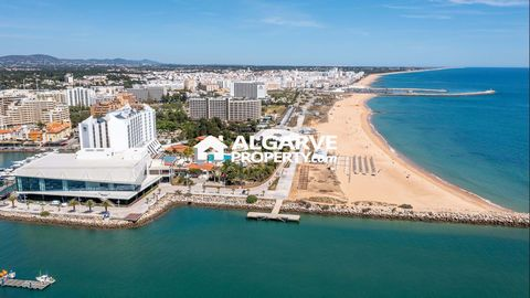 Located in Vilamoura. Incredible and rare opportunity to invest in one of the most sought after locations in the Algarve. This property for commercial purposes with 60 m2, is in the middle of Vilamoura Marina, with the possibility of adding a terrace...