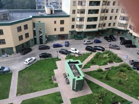 Сдам однокомнатную квартиру в спальном районе города,въезд на территорию Жилого Комплекса через охрану,на первом этаже консьерж,на территории детская площадка,детский сад,чистый воздух,лесопарковая зона,магазин,церковь,автобусная остановка на Москву,...