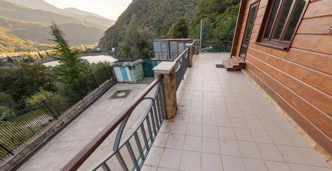 Продается шикарная горная резиденция в горах Кавказа! Резиденция включает в себя элитный трехэтажный дом, дом для гостей, банный комплекс, теннисный корт, гараж, паркинг и вертолётную площадку. Резиденция газифицирована, электрифицирована, оборудован...