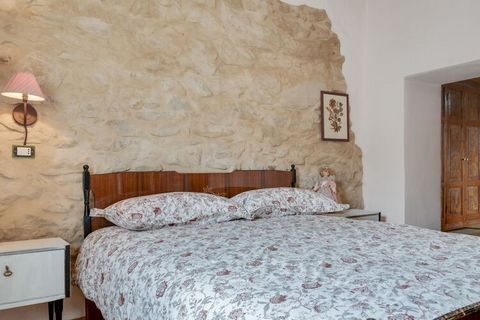 The house develops on the first floor where you enter the living room, there is a kitchen, a bathroom with shower, 2 bedrooms one inside the other (one with a double bed, one with a French bed). On the second floor, there is a mezzanine with a readin...