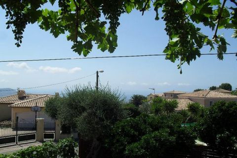 Apartment Stage 1st, View Country, General condition Good, Kitchen Installed, Heating Separate gas, Hot water Separate, Rental Unfurnished, Duration 36 [mois], Available from 15/07/2011 Bedrooms 3, Bath 1, Toilet 1, Terrace 1 Building Floor number 1 ...