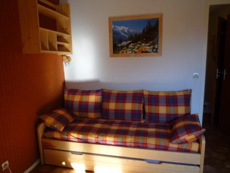 La résidence Chevallier à Val Cenis Lanslevillard, se situe au cœur des Alpes, entre le parc national de la Vanoise et la frontière italienne. Les pistes, les commerces et les services se trouvent à environ 300 m de la résidence. Idéalement situé au ...