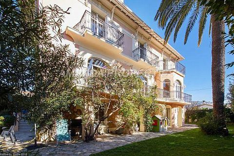 Amanda Properties in Cannes offers you a villa Belle Epoque town center 10 min, quiet area. This beautiful property from 1923 with high ceilings, is completely renovated, facing south, offers a living area of 430 sqm on a plot of 1,005 sqm with 4 lev...