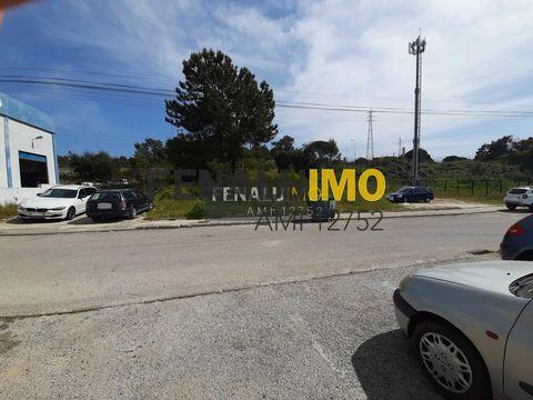 VENDA - TERRENO - 1200M2 - SETUBAL – PARA CONSTRUÇÃO Terreno em Setúbal à venda numa zona com fáceis acessos ao centro de Setúbal e Palmela, às saídas de Setúbal por estrada nacional ou autoestradas, com uma localização privilegiada. O te...