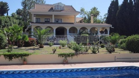 Villa situated in a private urbanisation with 24 hour security service. INTERIOR. GROUND FLOOR: Main porch overlooking the garden, kitchen with pantry and laundry room, living room with fireplace, one bedroom with en-suite bathroom with a jacuzzi and...