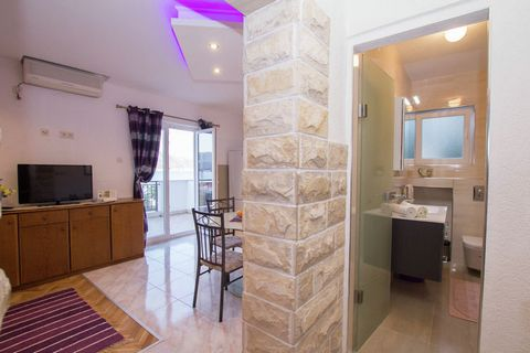 This is a comfortable 1-bedroom apartment in Slatine. With a beautiful view of the sea and proximity to the beach, this is the ideal home for a family vacation.The home is 5 km away from the picturesque town of Trogir on the mainland. The sea beach i...