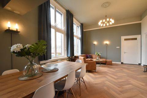 Groot Weeshuis Enkhuizen is een groepsaccommodatie in een mooi pand, midden in het centrum van Enkhuizen. De 8 slaapkamers bieden ruimte voor 18 personen. Een ideale locatie voor een grote groep of thematisch gebruik. In Enkhuizen kun je schepen bewo...