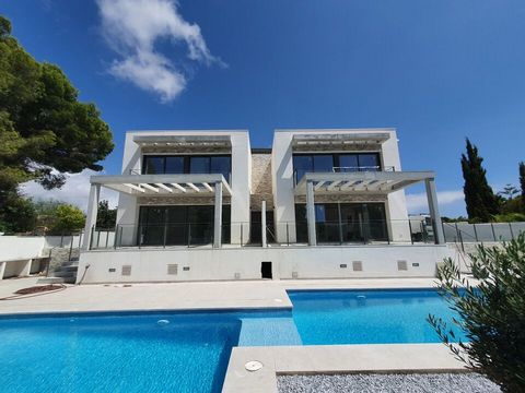 A luxury townhouse for sale, close to all amenities. This lovely 150 m2 villa is build on 487m2 plot, distributed over 2 floors and has 3 bedrooms and 3 bathrooms, sitting – dining area, opened style kitchen. Outside there are private swimming pool, ...