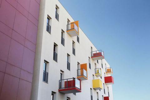 La résidence Bioparc propose des studios pour 2 personnes (FR-69008-01) et des appartements pour 4 personnes (FR-69008-02). Ils sont aménagés de manière moderne et aussi bien les studios que les appartements disposent de tout le confort possible et f...