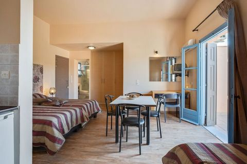 This apartment in Lesvos Island is perfect to spend a delightful seaside vacation amid all comforts and can host 2 guests. There is 1 bedroom, equipped with a TV, balcony and air-conditioning, alongside a shared swimming pool and parking facility. Th...