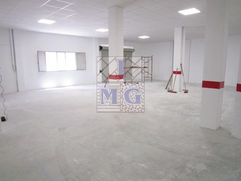 EXCLUSIVE - Commercial property on main avenue of Cabezo de Torres-fronted two streets, close to shopping, the facade have two streets has much light and ventilation, high ceilings, ideal for any business needing amplitude, can be extended up to 750 ...